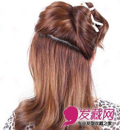 发型diy 编发教程 > 韩式盘发:长发美女发型编发教程(2)  导读:步骤1