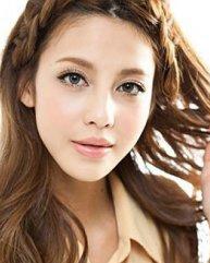 彰显气质魅力 小脸适合的齐刘海发型