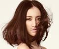 张歆艺《风尚志》封面唯美动人中发发型图片