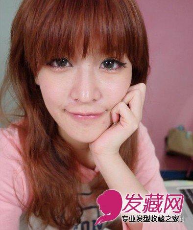 > 韩式丸子头扎法 1分钟搞定甜美发型  导读:甜美可爱的女生越来越受