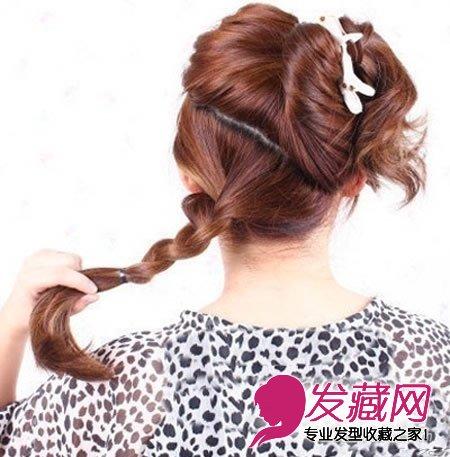 1分钟轻松搞定(3)  导读:韩式盘发:长发美女示范编发教程 步骤2,将分