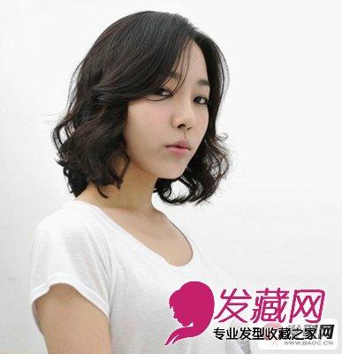发型自然随意的卷曲效果 秋冬靓丽气质的中长卷发发型(4)
