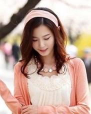 精美发带搭配韩式发型  中长发的韩式发型
