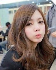 斜刘海大卷发发型 最IN韩式女生发型
