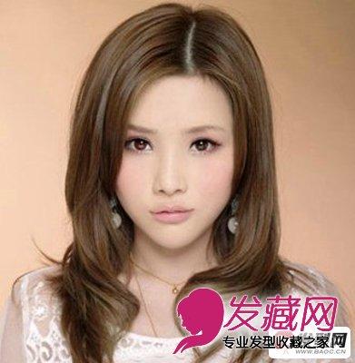 这款卷发发型图片以中长微卷的发型设计很好的展现了女生自然唯美图片