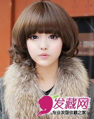 让你瞬间瘦脸 这款短发卷发 发型图片,十分的俏皮可爱,齐 刘海发型的