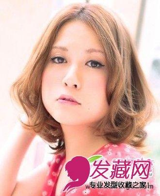 > 瘦脸短发发型 圆脸女生适合的短发发型图片(4)  导读:中分刘海短发