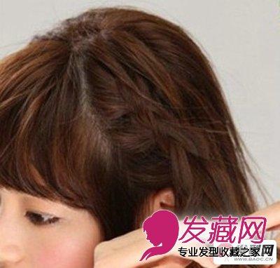 发型设计步骤二:从两边耳际处分别取一束头发开始编成三股麻花辫