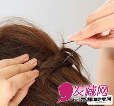 > 适合圆脸女生的短发扎发发型设计(4)  导读:发型设计步骤三:将两边