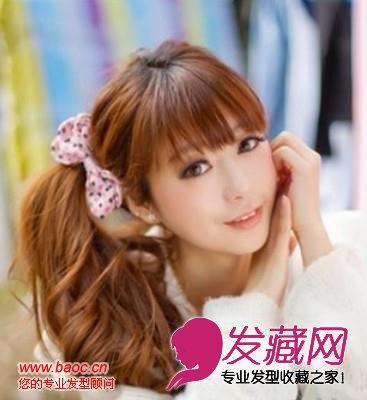 侧马尾的这种比较偏韩式,这款发型很瘦可爱女生们的喜爱.
