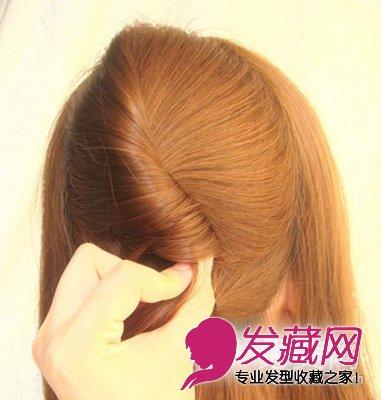 长发发型扎法步骤6:接着用夹子固定好刚刚调好位置的发束.