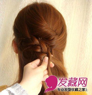 长发发型扎法步骤10:编至中间处,从右手边取出一股头发加入进去