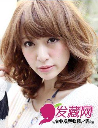 中长发梨花烫发型展现简单性感的气息和成熟女生的魅力. 灵