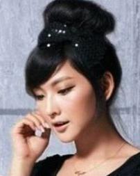 简单的女生盘发发型 清爽完美发型