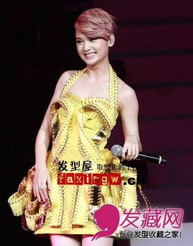 杨丞琳发型 香港站演唱会现场百变短发造型图片