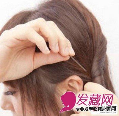 > 简单盘发发型 教程 打造甜美公主头发型(4)  导读:盘发教程步骤三