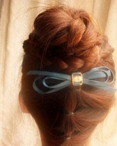 可爱的花苞头扎发教程 创意花苞头更显时尚