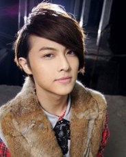 王子被曝与杨丞琳姐弟恋 青春定位烫男生发型盘点