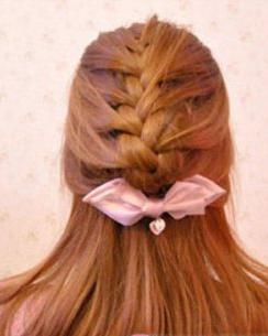 澳门网上博彩娱乐官网的公主发型蜈蚣辫半扎发教程