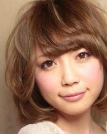 适合圆脸的最新女短发烫发发型有哪些