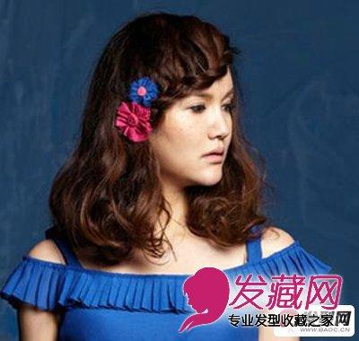 及肩卷发发型图片,一侧斜分的长刘海采用续编方式编成麻花辫发尾点图片