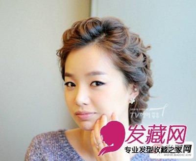这是一款比较经典的韩式盘发发型图片,长发编成辫子后用手盘在脑后