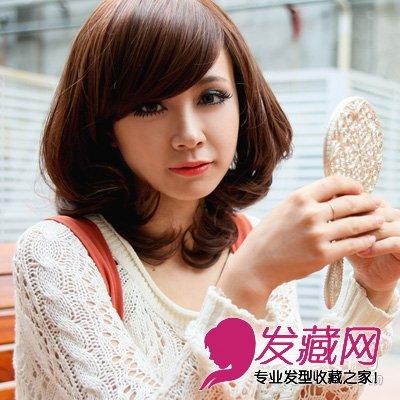 发型网 发型设计 卷发发型 > 大脸女生适合的修颜长卷发发型(7)  导读