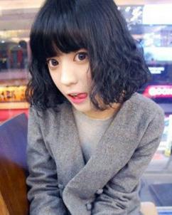 发型 刘海将/齐刘海的韩式短卷发发型 最IN的短发烫发发型...