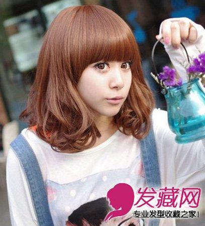 最新的短发烫发发型 斜分弧形刘海将脸型修饰娇小精致(3)