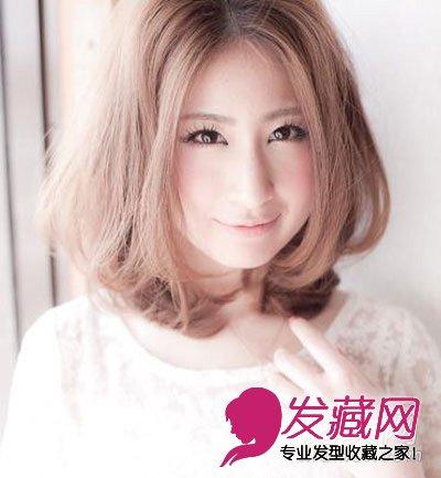 > 波波头发型的熟女魅力感 中短发烫发发型图片(5)  导读:2013最新图片