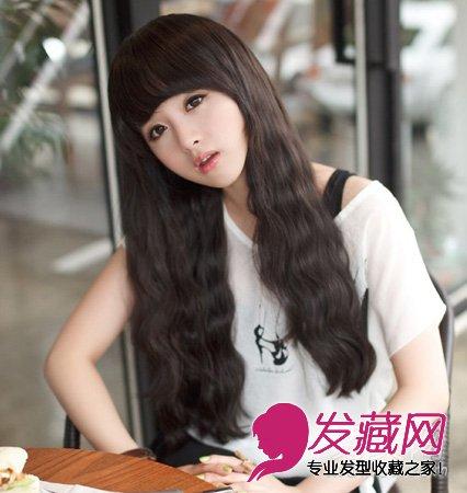 发型网 女生发型 女生可爱发型 > 2015最新款泡面头发型 成熟甜美风格