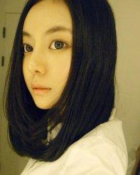 发型 韩式/侧分的中长发发型内扣的发尾打造出修颜的功效