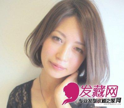 浅亚麻咖啡色的中短发烫发发型,低调时尚,侧分的长刘海遮住了大半边图片