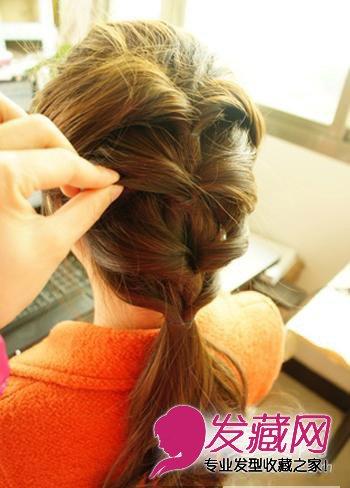 > 中长发怎么扎好看 教程图解(4)  导读:步骤3:然后将向下拉的头发,用
