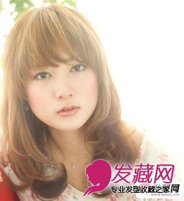 齐刘海中长卷发发型 女生卷发发型图片欣赏(5)