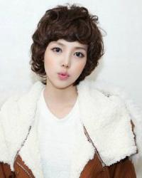 超萌的一款韩式的短卷发发型 打