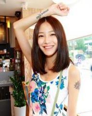 中分的内扣中长直发发型 中长发卷发发型图片分享