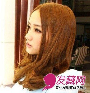 时尚的闷青色中长卷发发型 变美还是靠发型 →中性风荷叶头发型 短图片