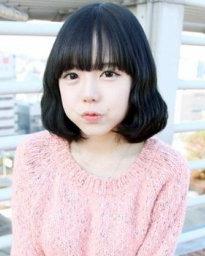 时尚感圆脸女生中分发型 显瘦修颜脸小一圈(5)图片