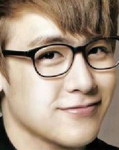 尼坤金色渐染深棕色短发造型 2015韩系男生短发流行趋势