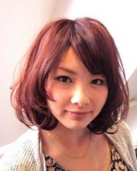 圆脸型的MM 适用的甜美大卷发