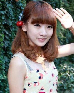 卷发盘点|烫发发型 齐刘海女新款梨花头 中长发的披肩发型 蛋卷烫梨图片