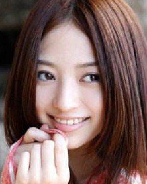 方脸适合什么发型 韩式齐刘海披肩发设计(2)