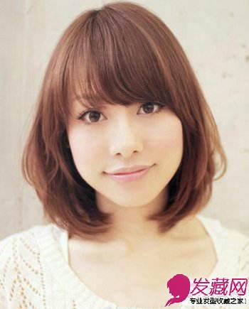 中长发的梨花头发型 看起来甜美迷人塑造可爱女生
