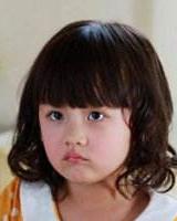 小女孩适合的发型图片 齐刘海修饰出圆嘟嘟的小脸