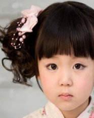 春季儿童发型 柔顺的齐刘海俏皮宝宝亮出来