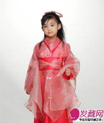 夏季小女孩发型图片 可爱扎发清凉随行; 小女孩发型图片 为自己的小
