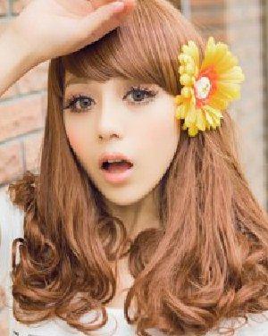 大脸女生的瘦脸斜刘海加上梨花烫 内扣中长发烫发发型图片