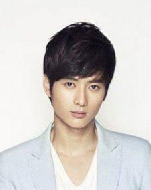 刘海款男士短发发型 最适合脸长365bet图片