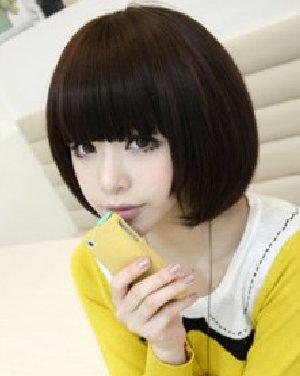 齐刘海的波波头短发发型 甜美减龄萌感十足